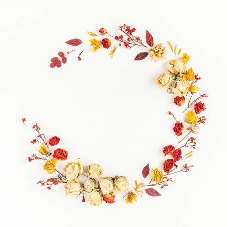 Photo pour Autumn composition. Wreath made of autumn dried leaves and flowers. Flat lay, top view, copy space, square - image libre de droit