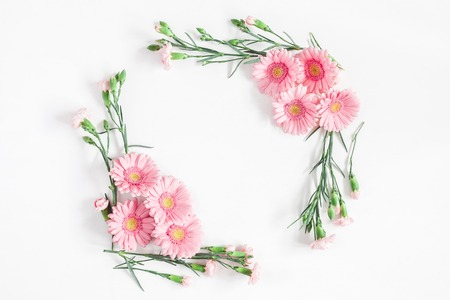Foto de Flowers composition. Frame made of pink flowers on white background. Flat lay, top view, copy space - Imagen libre de derechos