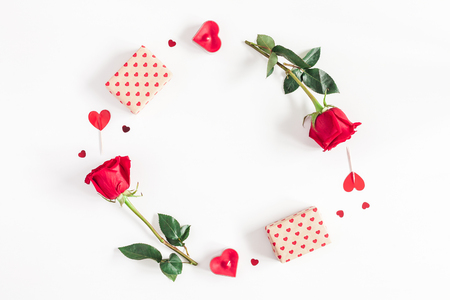 Photo pour Valentine's Day. Round frame made of rose flowers, gifts, candles, confetti on white background. Valentines day background. Flat lay, top view, copy space - image libre de droit