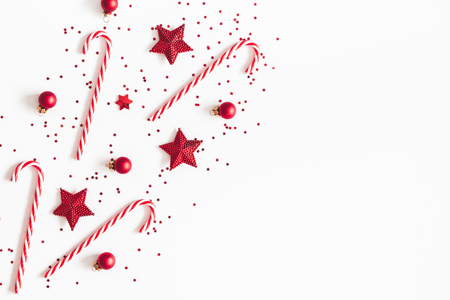 Photo pour Christmas composition. Red decorations on white background. Christmas, winter, new year concept. Flat lay, top view, copy space - image libre de droit