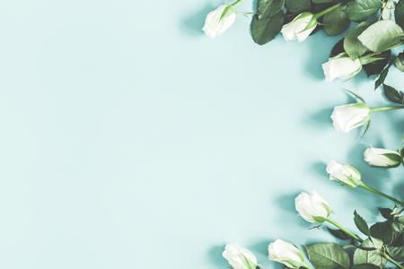 Photo pour Flowers composition. White rose flowers on pastel blue background. Flat lay, top view, copy space - image libre de droit