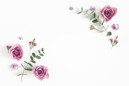 Photo pour Flowers composition. Frame made of eucalyptus branches and rose flowers on white background. Flat lay, top view, copy space - image libre de droit