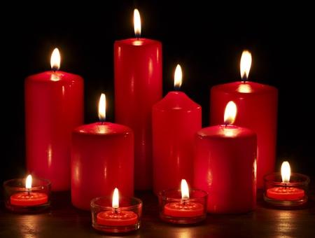 Photo pour Group of burning candles on  black background. - image libre de droit