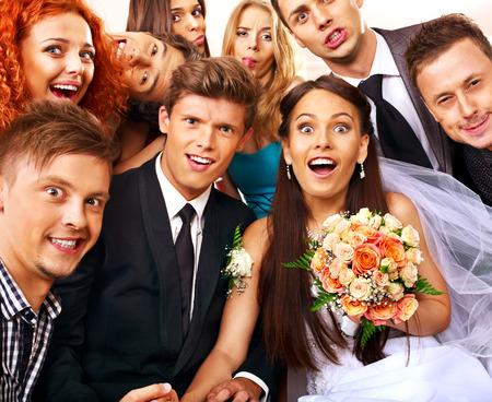 Photo pour Bride and groom in photobooth. Wedding. - image libre de droit