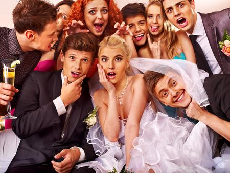 Photo pour Bride and groom in photobooth  Wedding  - image libre de droit
