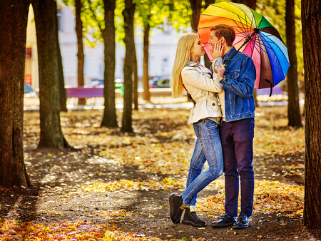 Photo pour Happy young couple full height kissing under umbrella in autumn day. Love and couple relationships concept . - image libre de droit