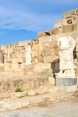 Foto de Vertical photography of ancient ruins and statues belonging to the famous Salamis complex in Northern Cyprus taken with blue sky above. The antique landmark is a popular tourist spot. - Imagen libre de derechos