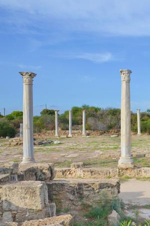 Foto de Vertical picture of Corinthian columns surrounded by ancient ruins with blue sky above. Taken in famous Salamis, near Famagusta, Turkish Northern Cyprus. Salamis was famous ancient Greek city-state. - Imagen libre de derechos