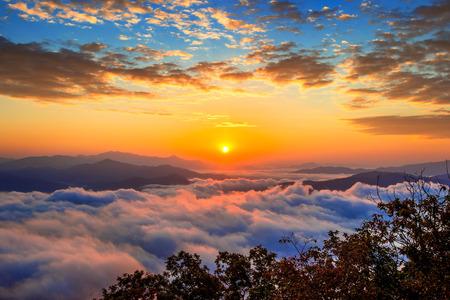 Foto de Seoraksan mountains is covered by morning fog and sunrise in Seoul,Korea - Imagen libre de derechos