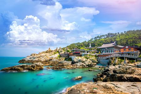Foto de Haedong Yonggungsa Temple and Haeundae Sea in Busan, South Korea. - Imagen libre de derechos