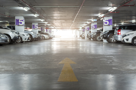 Photo pour Blurred image of Underground parking with cars. White colors. - image libre de droit