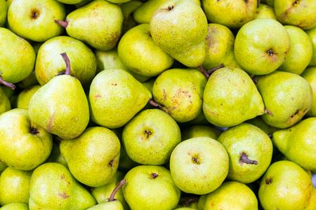 Photo pour Green pear juicy fresh fruit natural background - image libre de droit