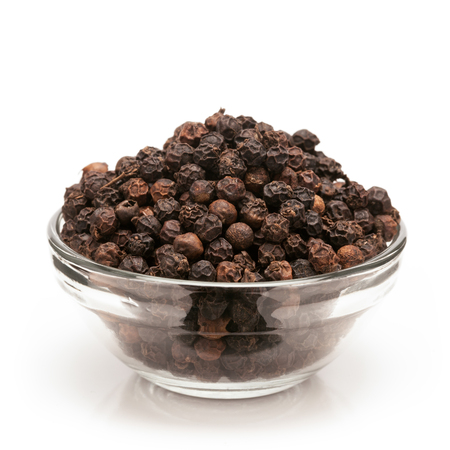 Photo pour Front view of Organic Black pepper Piper nigrum in glass bowl isolated on white background. - image libre de droit