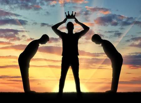 Photo pour Concept of selfishness and narcissistic. Silhouette of a selfish man dresses his crown, and servants bow to him - image libre de droit