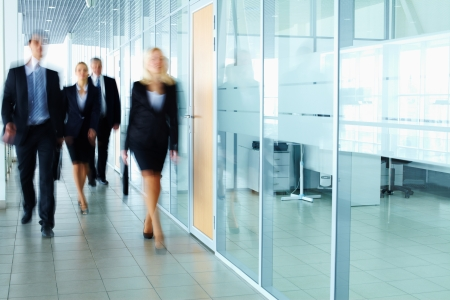 Several businesspeople walking in the corridor