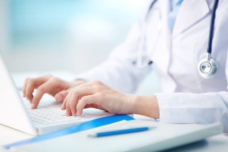 Foto de Close-up of a medical worker typing on laptop - Imagen libre de derechos