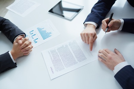 Foto de The process of signing new business contract - Imagen libre de derechos