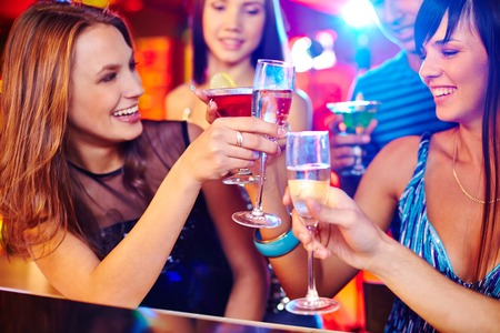 Photo pour Happy girls toasting with champagne at party - image libre de droit