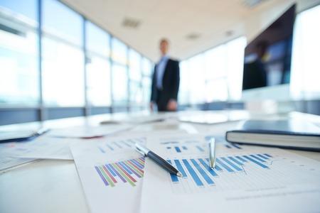 Photo pour Papers with financial data on office table - image libre de droit