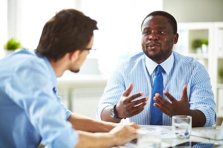 Photo pour Two managers having conversation - image libre de droit
