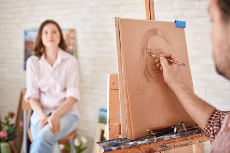 Photo pour Hand of male artist drawing his muse - image libre de droit