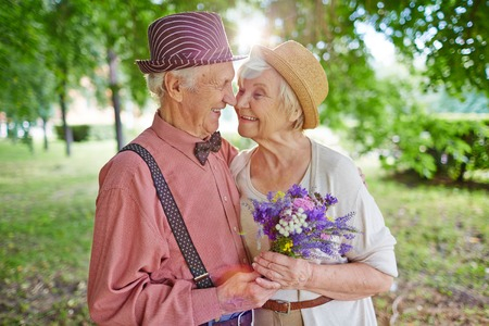 Photo pour Happy elderly couple in love enjoying summer day together - image libre de droit
