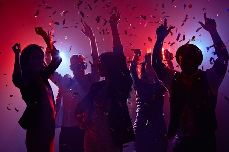 Foto de Party people having fun in nightclub - Imagen libre de derechos