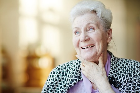 Foto de Portrait of happy senior woman - Imagen libre de derechos