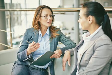 Foto de Hr manager asking questions to female candidate - Imagen libre de derechos