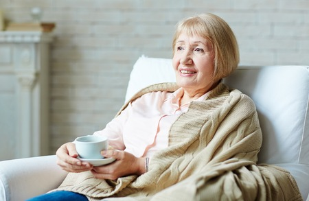 Photo pour Senior woman drinking tea at home - image libre de droit