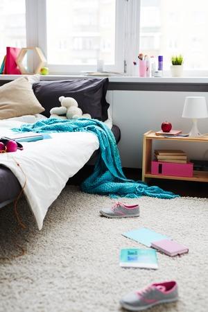 Foto de Messy room of the teenager - Imagen libre de derechos