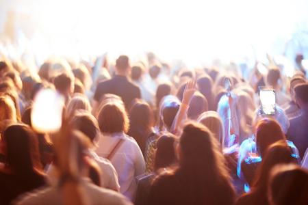 Foto de Crowd of fans at concert - Imagen libre de derechos