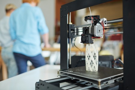 Photo pour Modern 3d printer with architectural model - image libre de droit