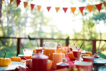 Foto de Dinner table is set for Halloween party - Imagen libre de derechos