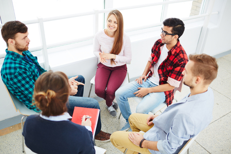 Foto de Guidance group listening to young man - Imagen libre de derechos