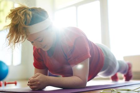 Photo pour Hard Plank Exercise for Obese Woman - image libre de droit