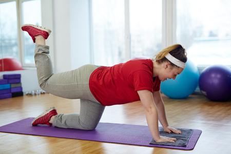 Photo pour Obese Woman Doing Glute Kickback Exercise - image libre de droit