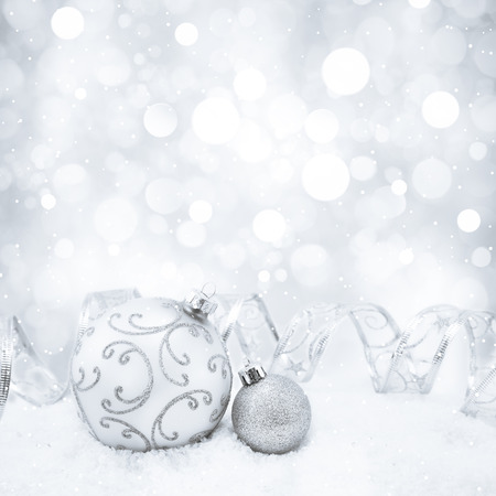 Foto de Decorative christmas background with bokeh lights and snowflakes - Imagen libre de derechos