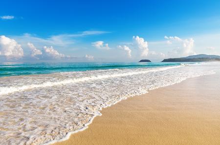 Foto de Beautiful sea. Karon beach, Phuket, Thailand. Asia - Imagen libre de derechos