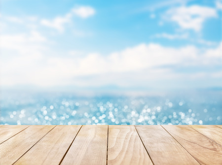 Photo pour Wooden table top on blue sea and white sand beach background - image libre de droit