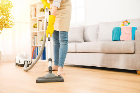 Photo pour Woman use vacuum cleaner to cleaning the floor in living room. Housework concept. mixed race asian chinese model. - image libre de droit