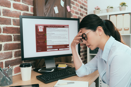 Foto de sadness company agent woman finding working computer getting blackmail virus attack thinking solution at office desk and feeling depression. - Imagen libre de derechos