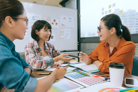 Foto de professional pretty women office worker talking on conference desk and having meeting to discussing new design case planning. - Imagen libre de derechos
