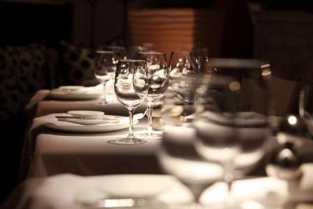 Foto de beautifully set table in a restaurant - Imagen libre de derechos