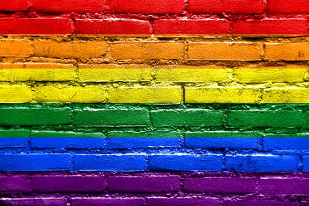 Photo pour Rainbow Flag painted on brick wall - image libre de droit