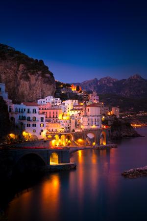 Foto de Night view of Amalfi cityscape on coast line of mediterranean sea, Italy - Imagen libre de derechos