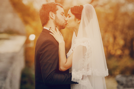 Photo pour Happy couple whose wedding photo shoot in a golden autumn - image libre de droit