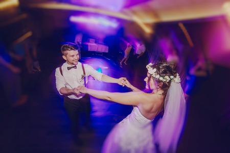 Foto de wedding couple in a restaurant celebrating her wedding day - Imagen libre de derechos