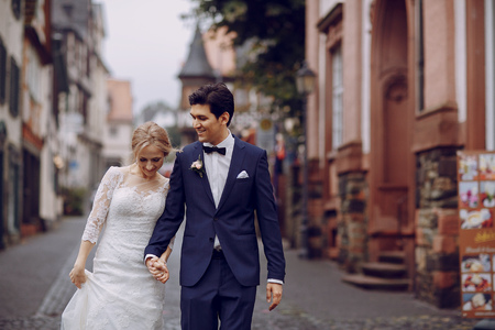 Photo pour bride and groom - image libre de droit