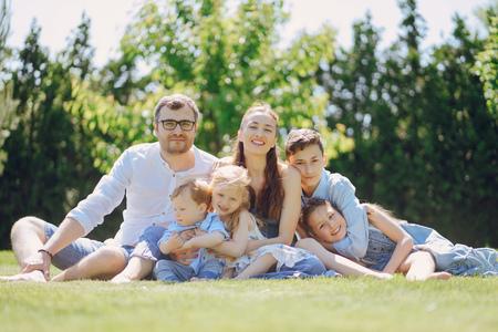 Photo pour Big happy family - image libre de droit